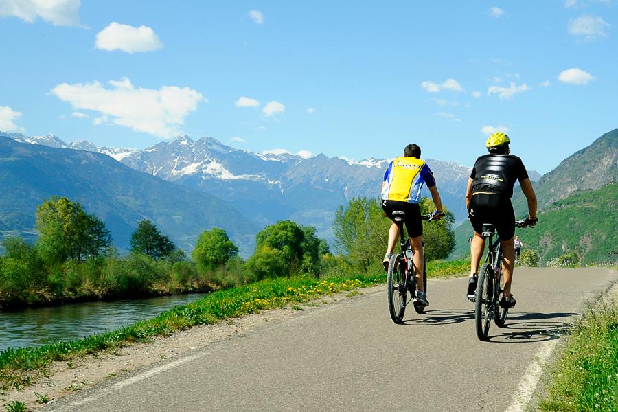 Rennradfahren durch die einmalige Natur- und Berglandschaft Südtirols